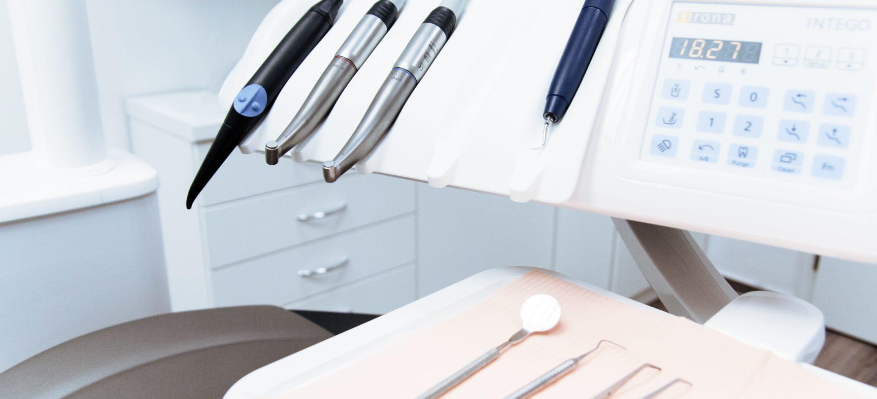 Лечение и пломбирование зубов в Киеве: технология и преимущества
