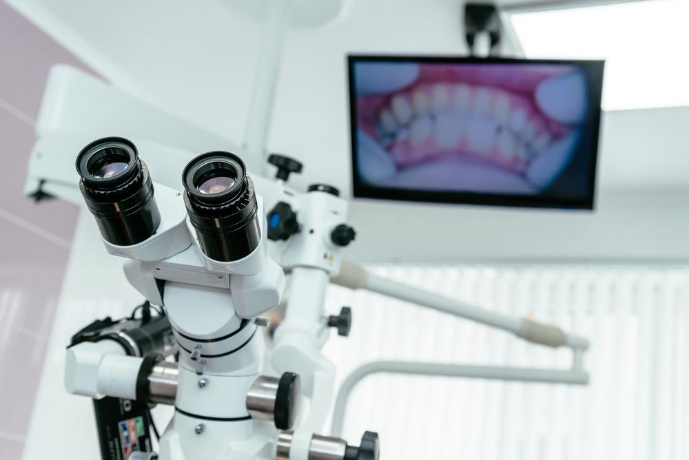 Лечение зубов под микроскопом в Киеве