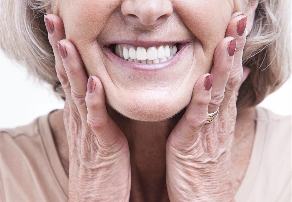Протезы vs настоящие зубы: сильно ли заметна разница?