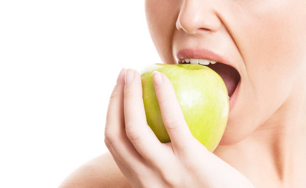 Диета после отбеливания зубов: что можно, а что нельзя