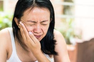 Причины заболевания височно-нижнечелюстного сустава