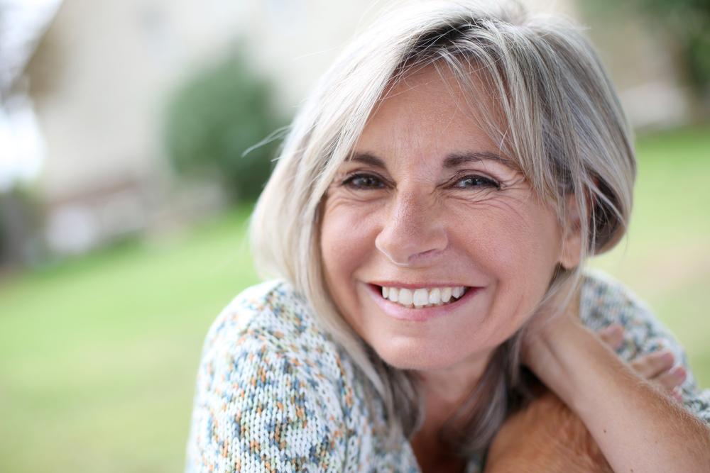 Натуральная улыбка после 60-ти: как работает шинирование