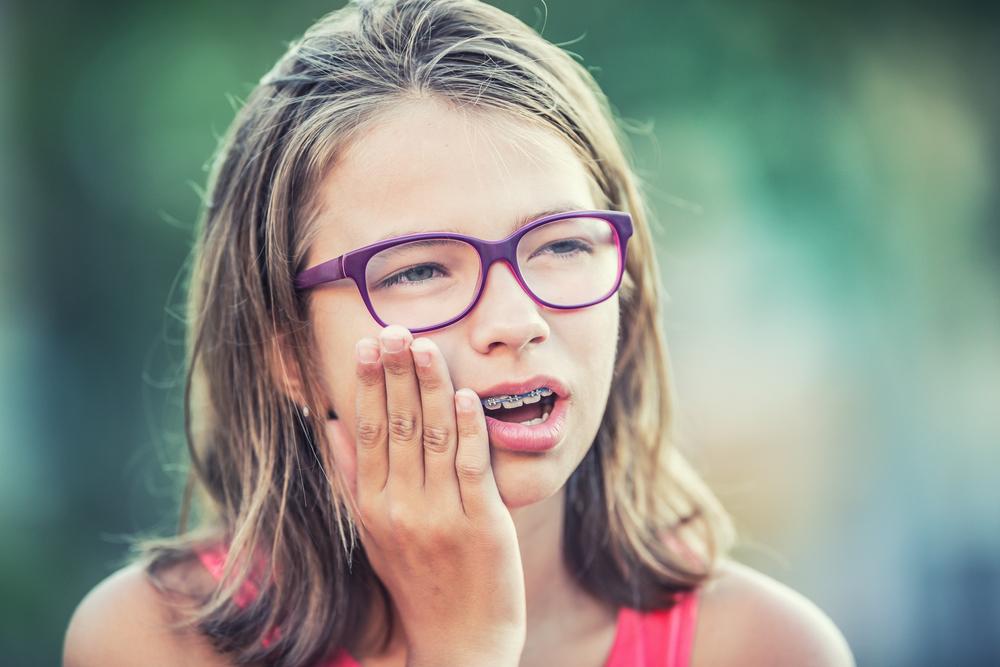 10 способов облегчить боль от ношения брекетов