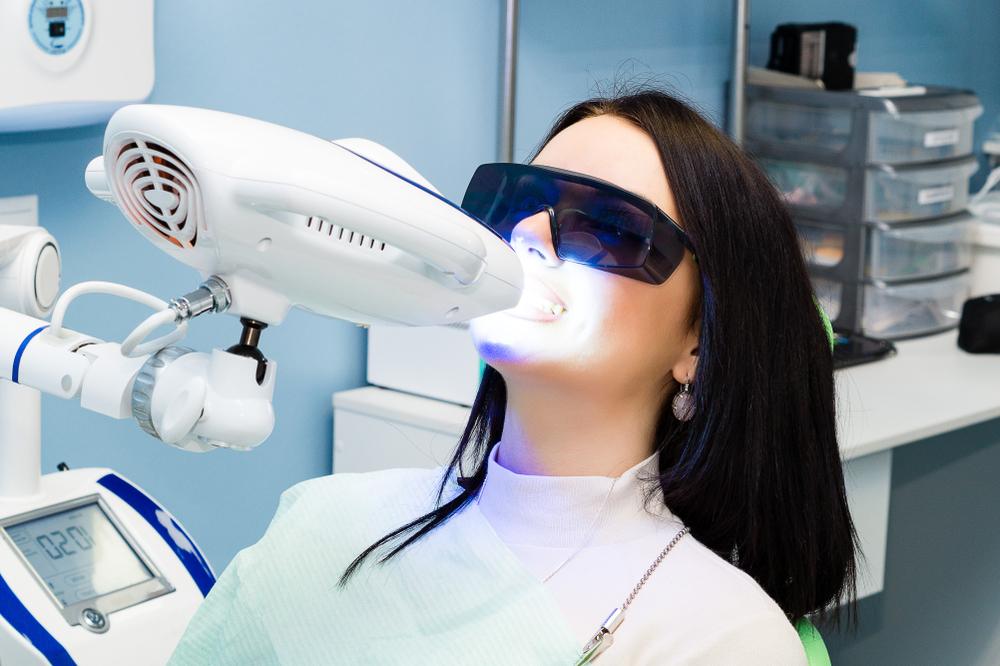 Отбеливание зубов Zoom: процедура и преимущества